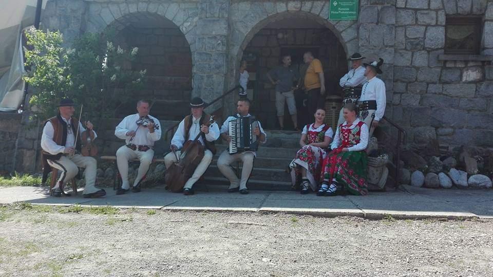 https://glodowka.com.pl/wp-content/uploads/2020/07/Glodowka_NB_Wesela_w_gorach_sluby_panorama_Tatr_kapela_goralska_1.jpg